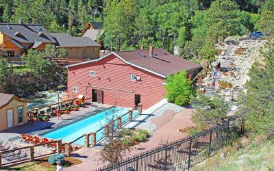 colorado-hot-springs-soaking-pool