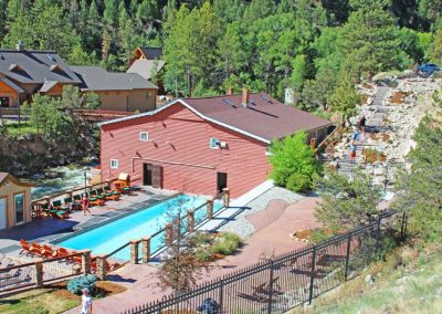 colorado-hot-springs-soaking-pool