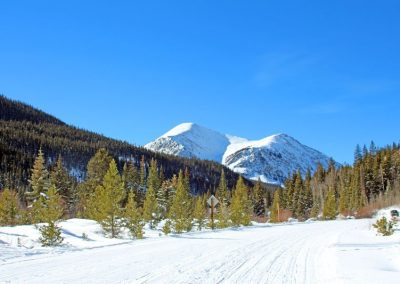 colorado-snowmobile-trail-riding