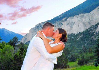 colorado-wedding-kiss