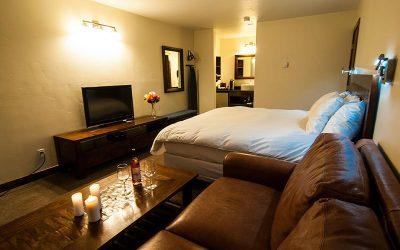 hillside-hotel-room-livingroom_0