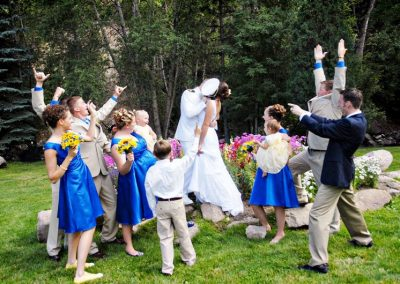 meadow-wedding-kiss