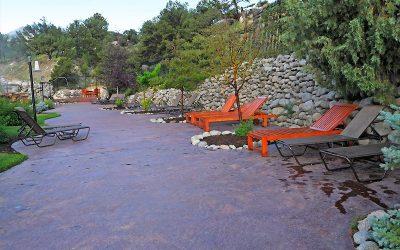 outdoor-terrace-overlooking-soaking-hot-springs-pool
