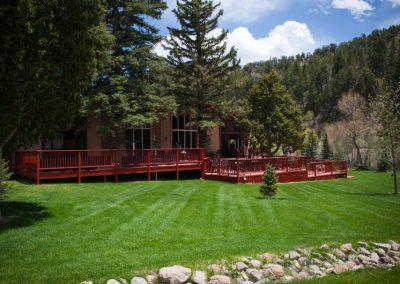 pavilion-lawn-restaurant-deck