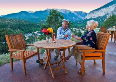 rocky-mountain-view-cliffside-hotel-rooms_0
