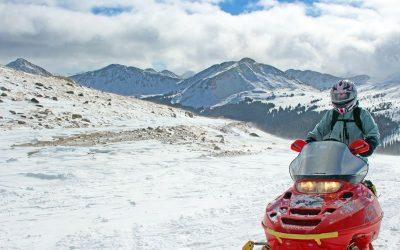 snowmobiling-mountains-of-colorado