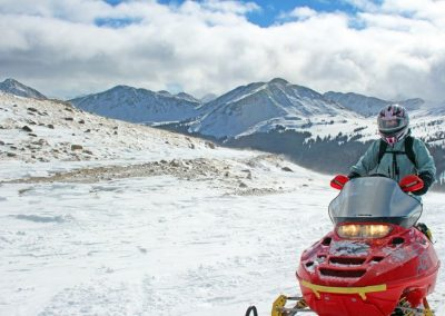 snowmobiling-mountains-of-colorado